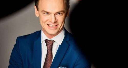 Ведущий Дмитрий Дмитриев