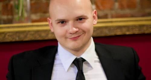 Ведущий Павел Баслак