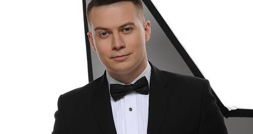 Ведущий Денис Курьян